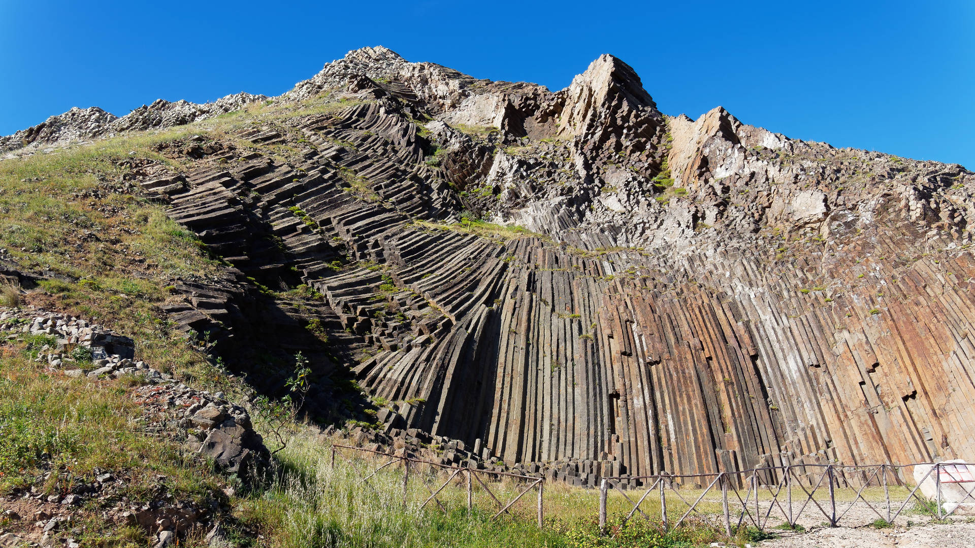 porto santo madeira kerkoger vulkaansteen